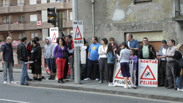 basauri_kareaga_cruce_protesta_vecinos