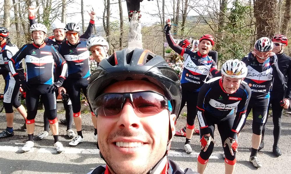 Foto de una marcha del Club Ciclista Bidebieta en La Virgen de Dorleta - Patrona de los ciclistas.