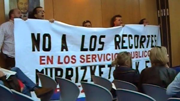 basauri_pleno_protesta_cartel_sept_2010