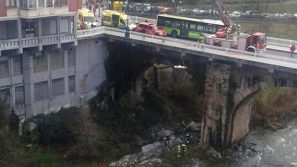 basauri_puente_ariz_2015_bomberos