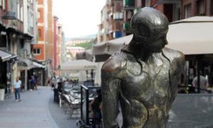 basauri calle balendin berriotxoa caminante estatua